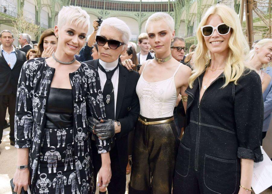 AvecKaty Perry, Cara Delevingne et Claudia Schiffer en 2017