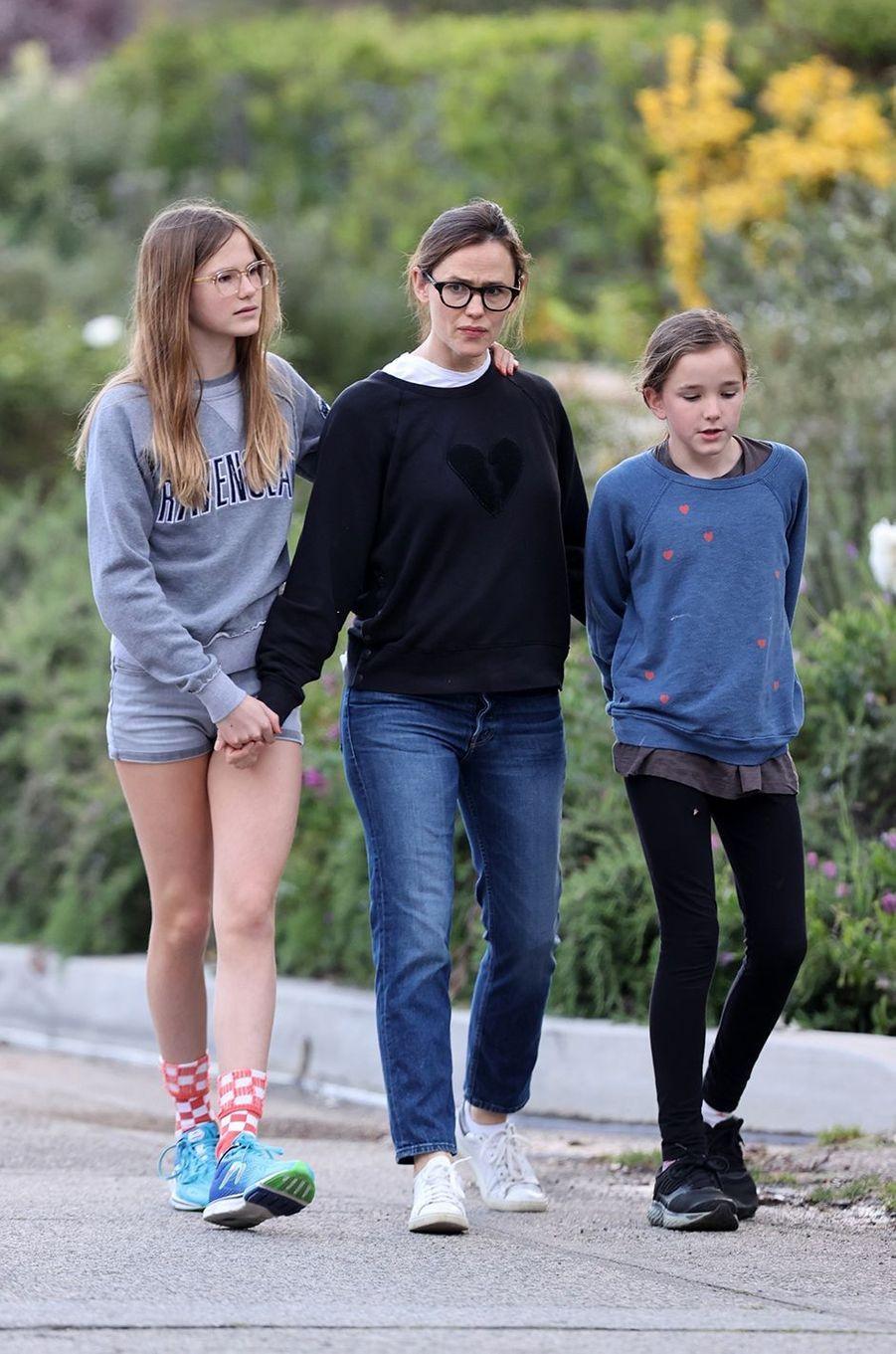 Jennifer Garner avec ses filles Violet et Seraphina à Los Angeles le 1er avril 2020