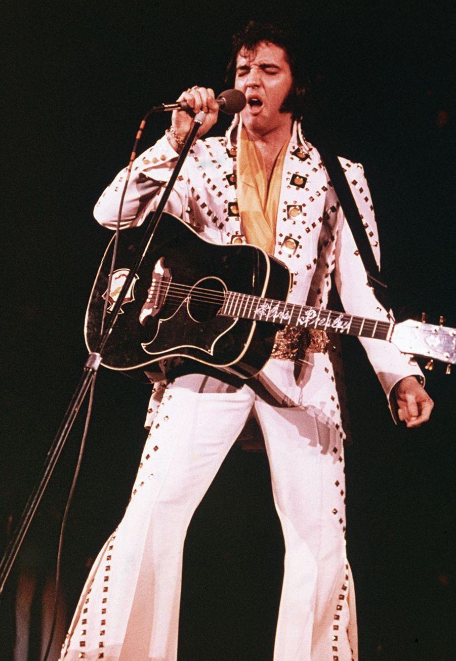 Un slip sale d'Elvis Presley, qu'il a porté en concert en 1977 (année de sa mort)a été mis aux enchères au Royaume-Uni en septembre 2019 avec un prix de départ de 8 500 euros mais n'a pas trouvé preneur.