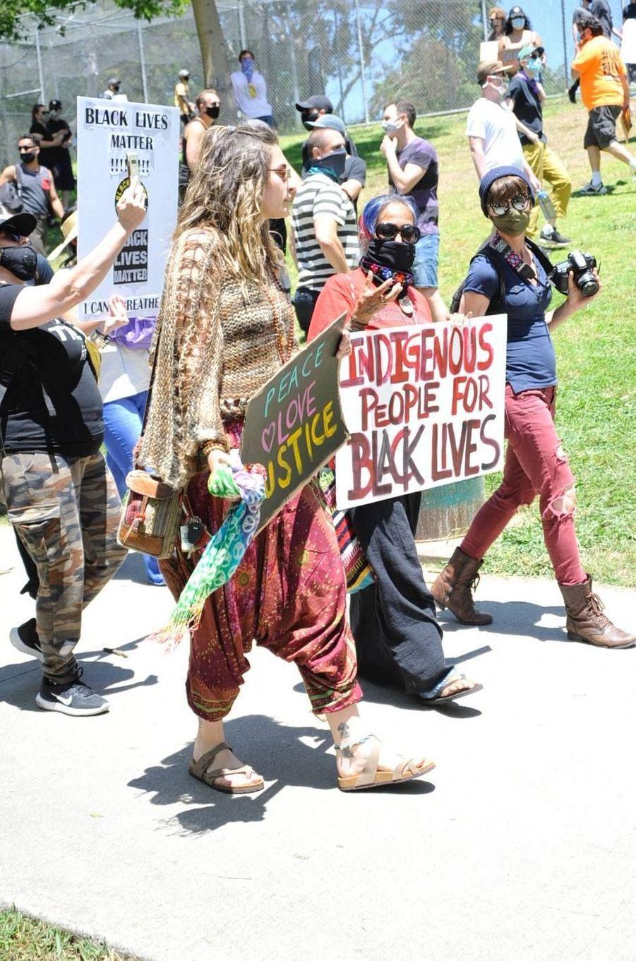 Paris Jackson manifeste à Los Angeles le 30 mai 2020