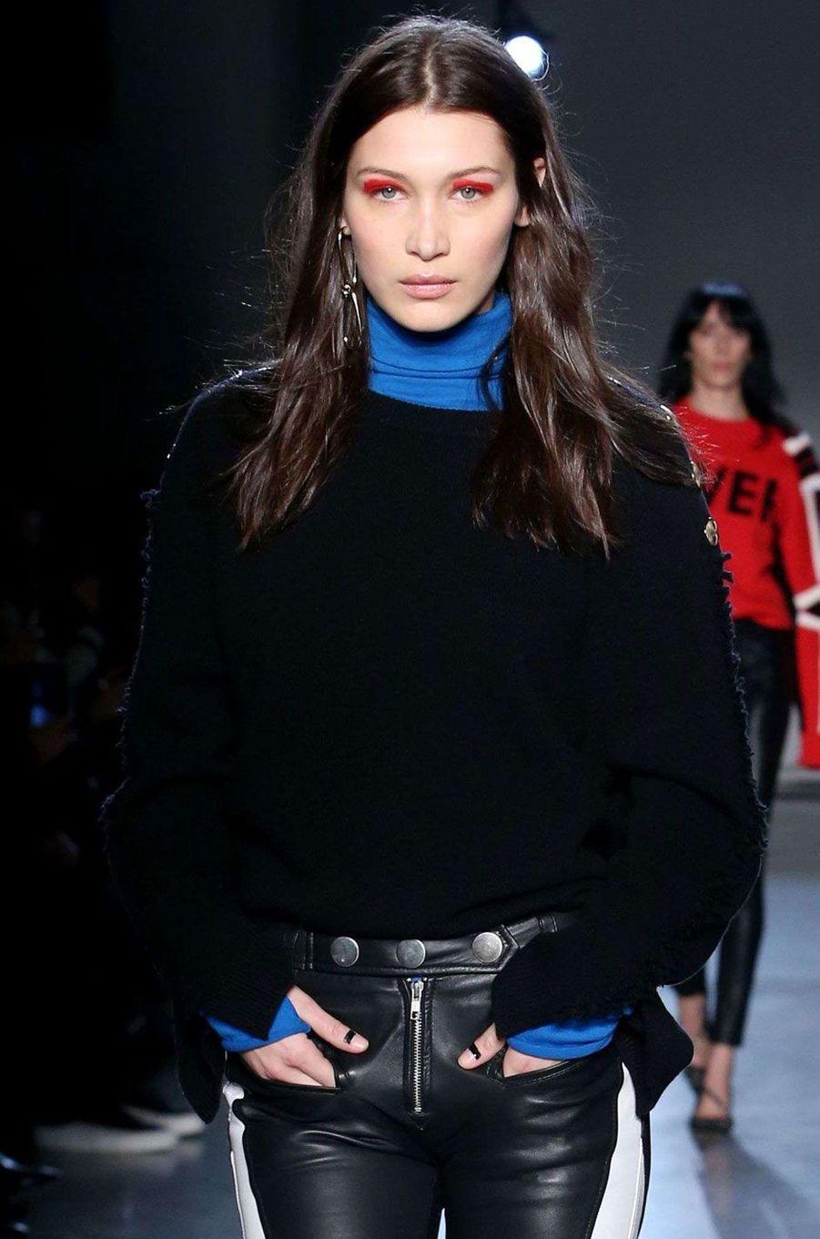 Bella Hadid défile pour Zadig et Voltaire à New York.
