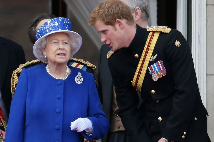 Elizabeth II et Harry à Buckingham Palace pour l'anniversaire de la reine à Londres en 2013.