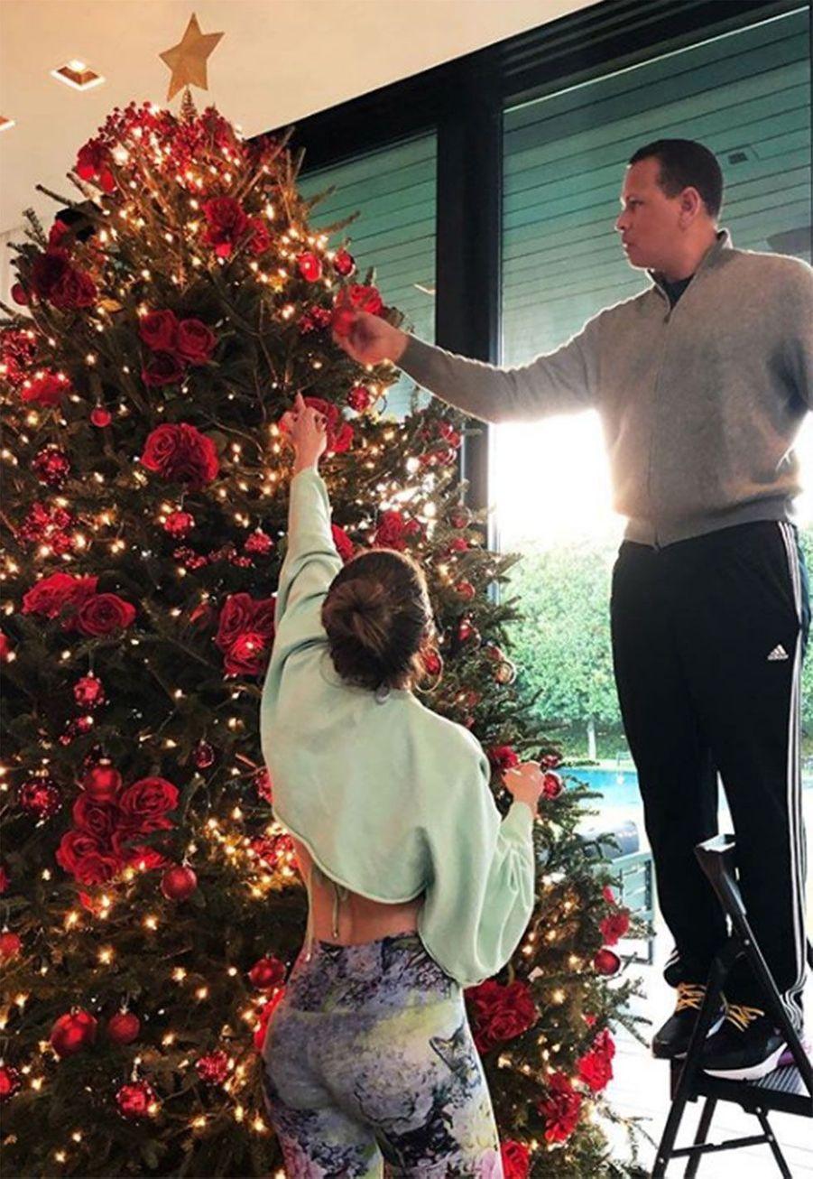 Jennifer Lopez décore le sapin avec son compagnonAlex Rodriguez