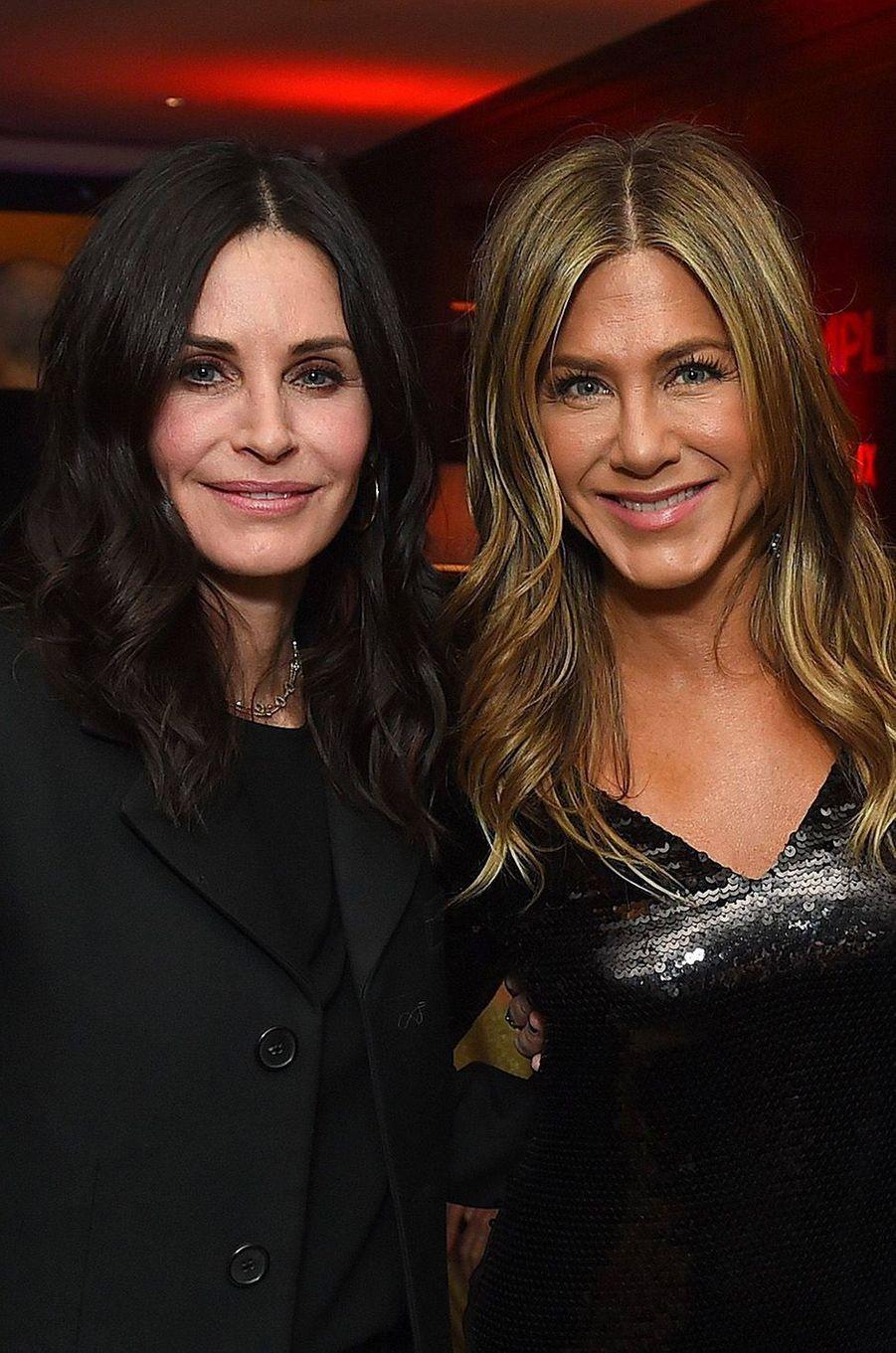Courteney Cox et Jennifer Aniston : les indécollables «Friends». Depuis leur rencontre sur le plateau de tournage de la série en 1994, elles ne se sont plus quittées.
