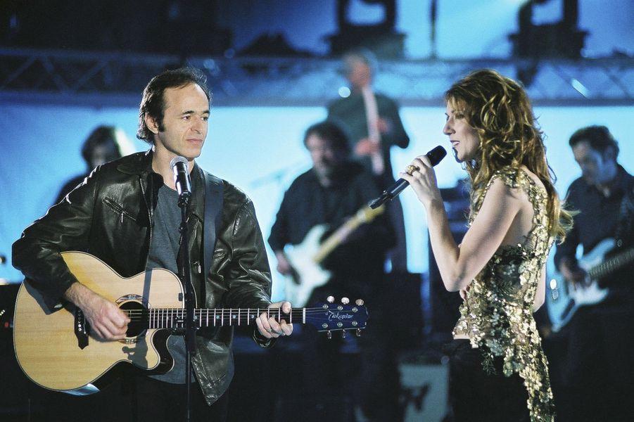 Jean-Jacques Goldman et Céline Dion (ici en 2004 lors d'une émission spéciale TF1 consacrée à la chanteuse) : un artiste et sa muse. Près de trente ans d'amitié après de nombreuses collaborations qui ont propulsé la carrière de la Québécoise en France.