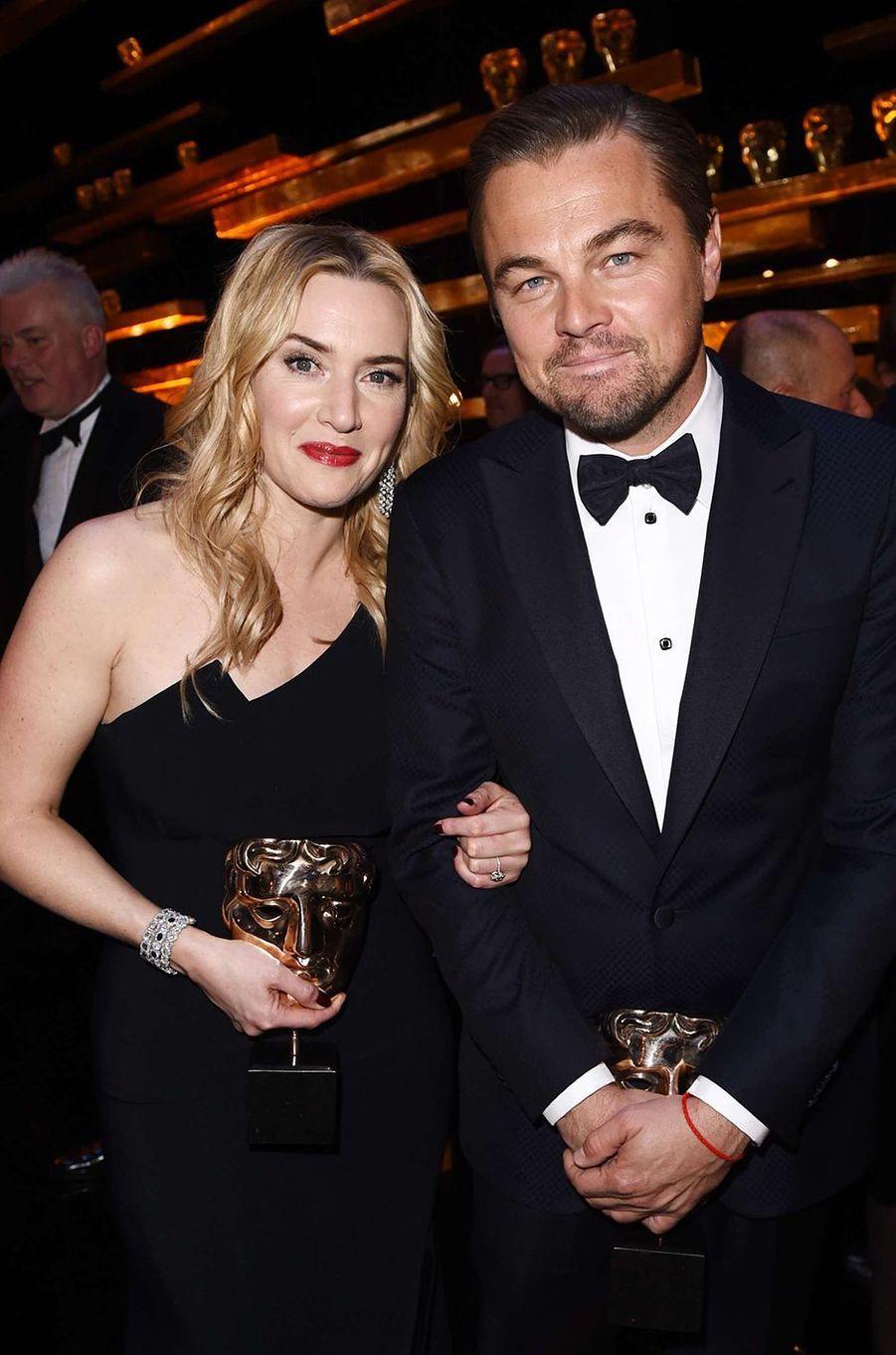 Kate Winslet et Leonardo DiCaprio : un amitié insubmersible. Amis depuis le tournage de «Titanic» en 1996, les deux acteurs sont restés très proches.