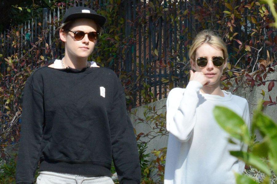 Kristen Stewart et Emma Roberts : les assorties. A Los Angeles, où elles vivent toutes les deux, les deux actrices sont régulièrement vues ensemble.«C'est l'anniversaire de ma reine et je l'aime», a écrit le 9 avril 2020 la seconde pour l'anniversaire de la première sur Instagram.
