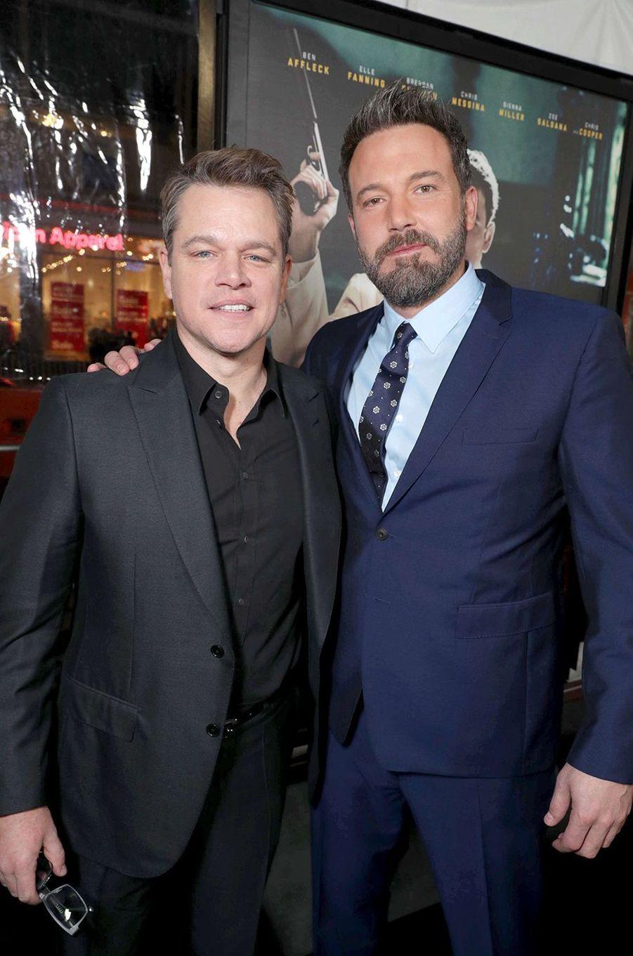 Matt Damon et Ben Affleck : les deux potes d'enfance. Scolarisés dans la même école, ils ont appris plus tard qu'ils étaient aussi cousins éloignés. Leurs carrières se sont lancées simultanément à Hollywood, notamment avec le succès de «Will Hunting» (1997), pour lequel ils avaient co-écrit le scénario.
