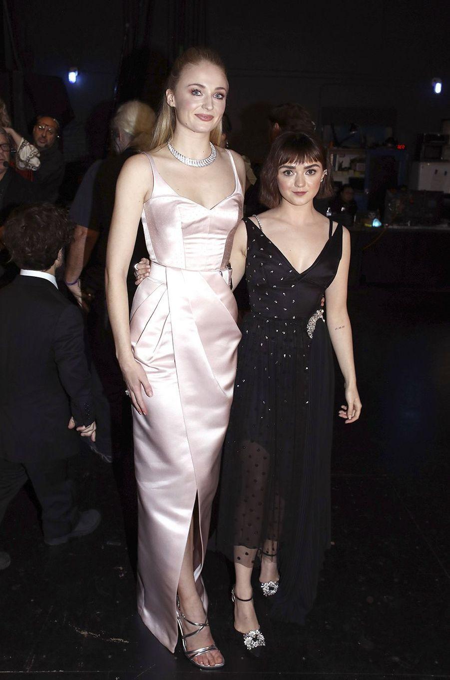 Sophie Turner et Maisie Williams : la fiction rejoint la réalité. Soeurs huit saisons durant dans «Game of Thrones», les deux jeunes femmes sont aussi complices à la ville.