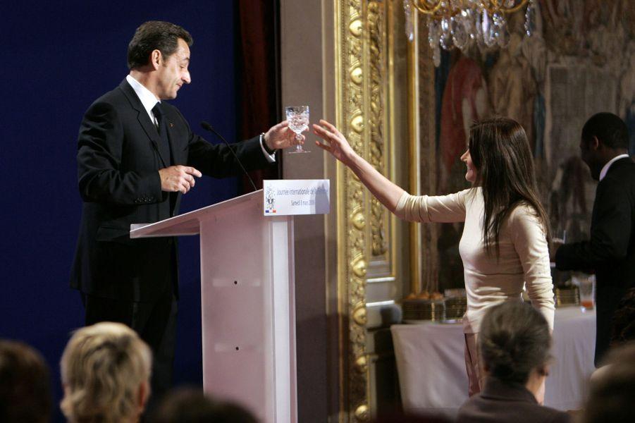 Carla Bruniet Nicolas Sarkozy à l'Elysée, en mars 2008.