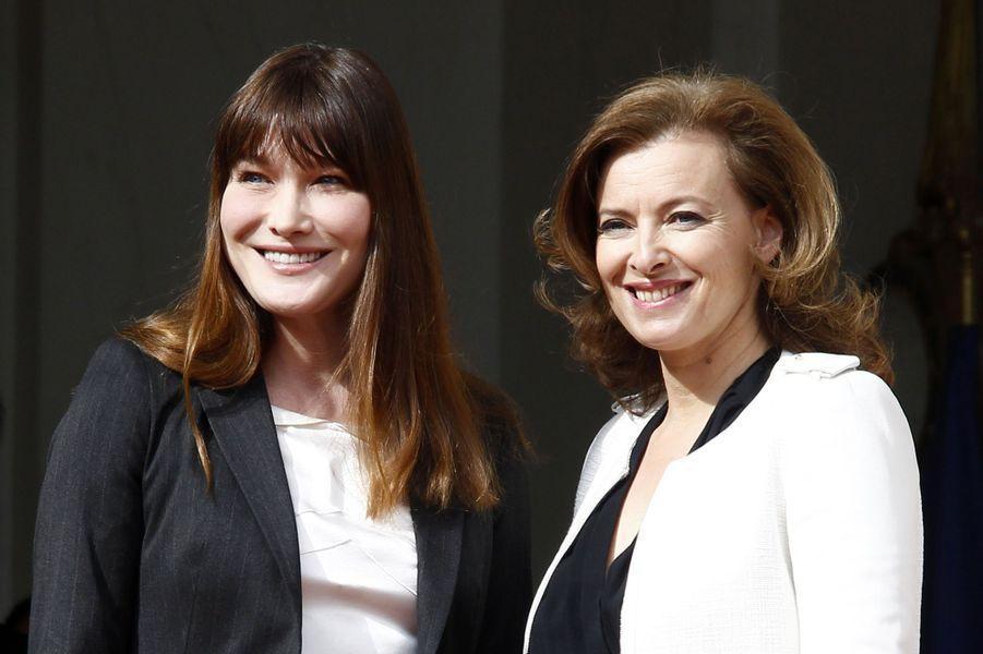 Carla Bruni et Valérie Trierweiler à l'Elysée, en mai 2012.