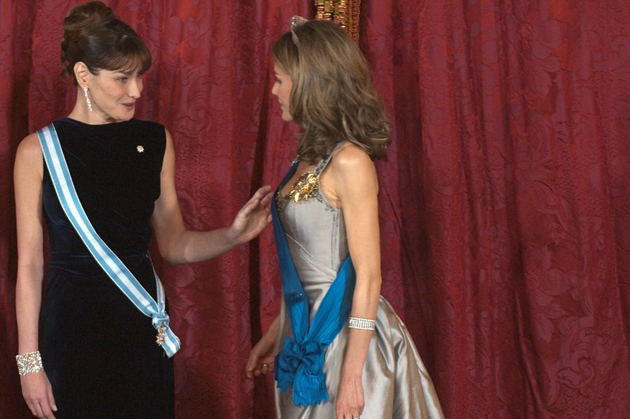 Carla Bruni et la reine Letizia à Madrid, en avril 2009.