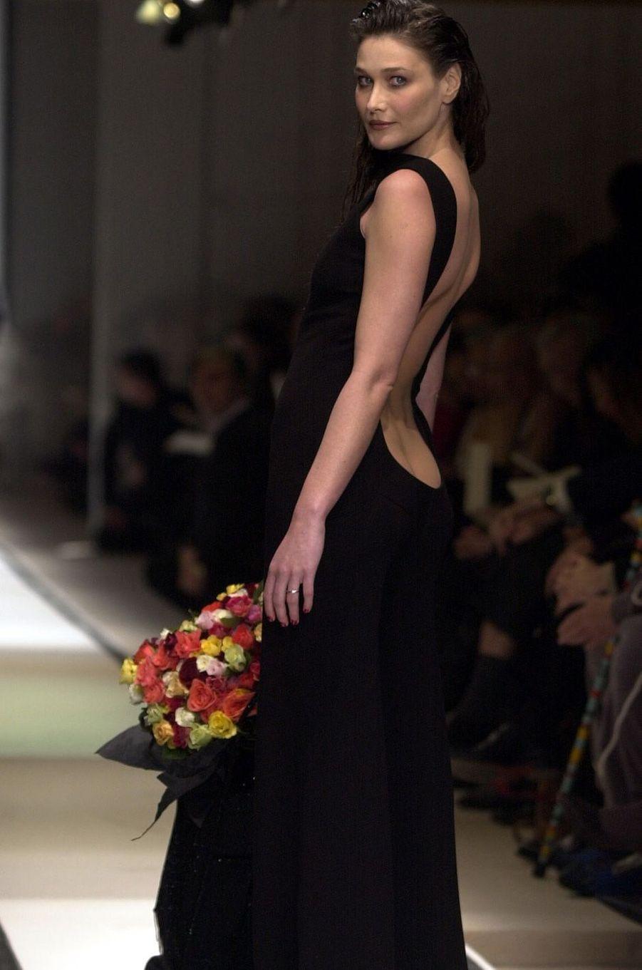 Carla Bruni à Paris, en janvier 2002.
