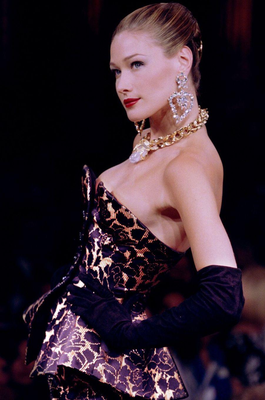 Carla Bruni à Paris, en juillet 1995.