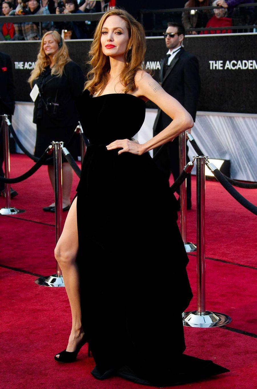 Angelina Jolie en Versace en 2012