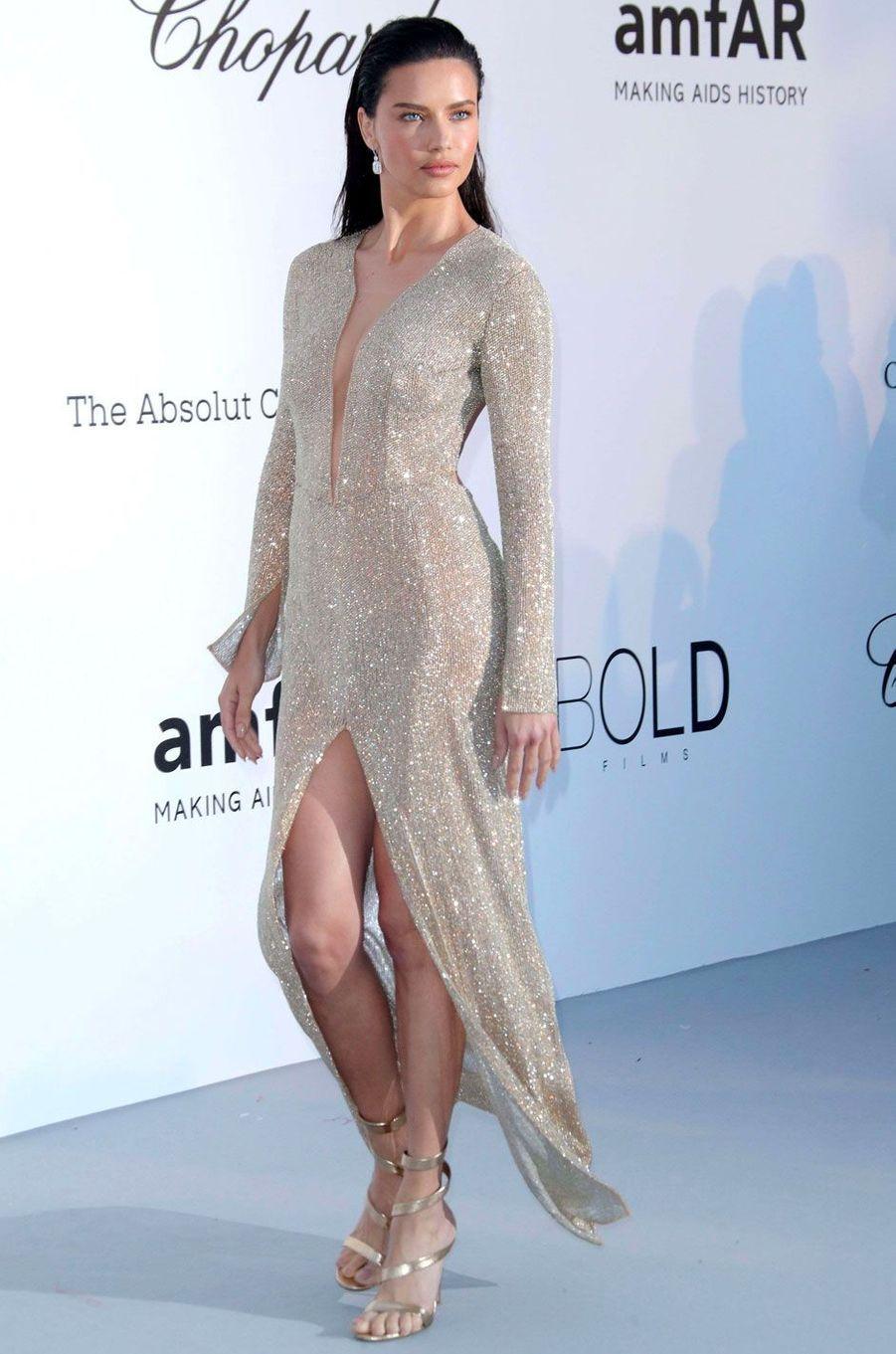 Adriana Lima au gala de l'amfar