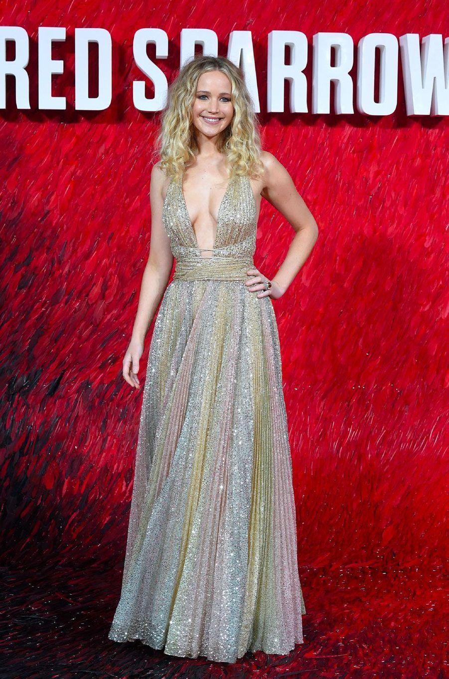 """Jennifer Lawrence à la première de """"Red Sparrow"""" à Londres"""
