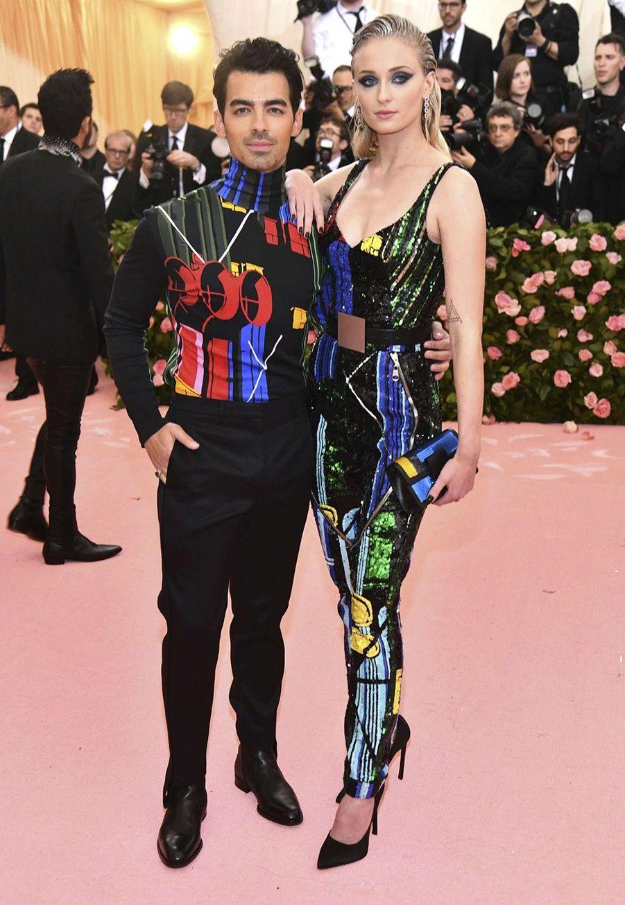 Joe Jonas et Sophie Turner assortis en Louis Vuitton auMet Gala à New York le 6 mai 2019.
