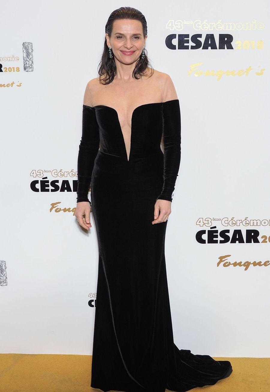 Juliette Binoche en robe Balmain aux César à Paris le 22 février 2019.