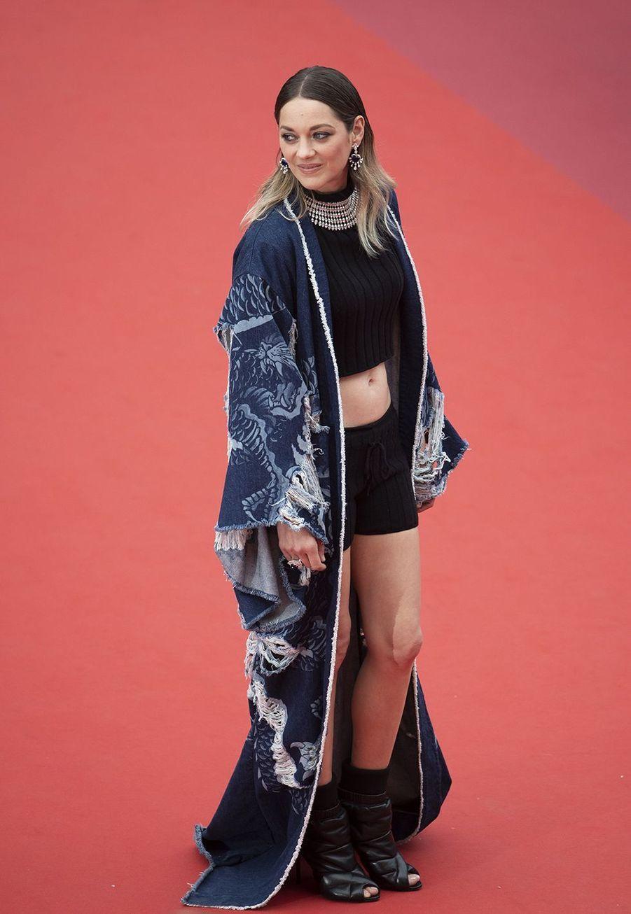 Marion Cotillard en kimono Balmain au Festival de Cannes le 22 mai 2019.