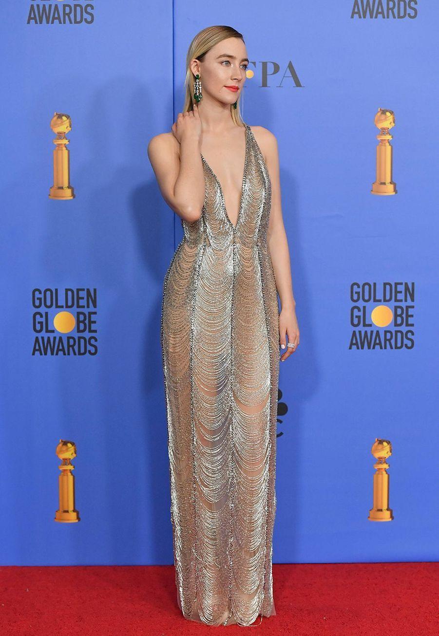 Saoirse Ronan en robe Gucci auxGolden Globes à Los Angles le 6 janvier 2019.