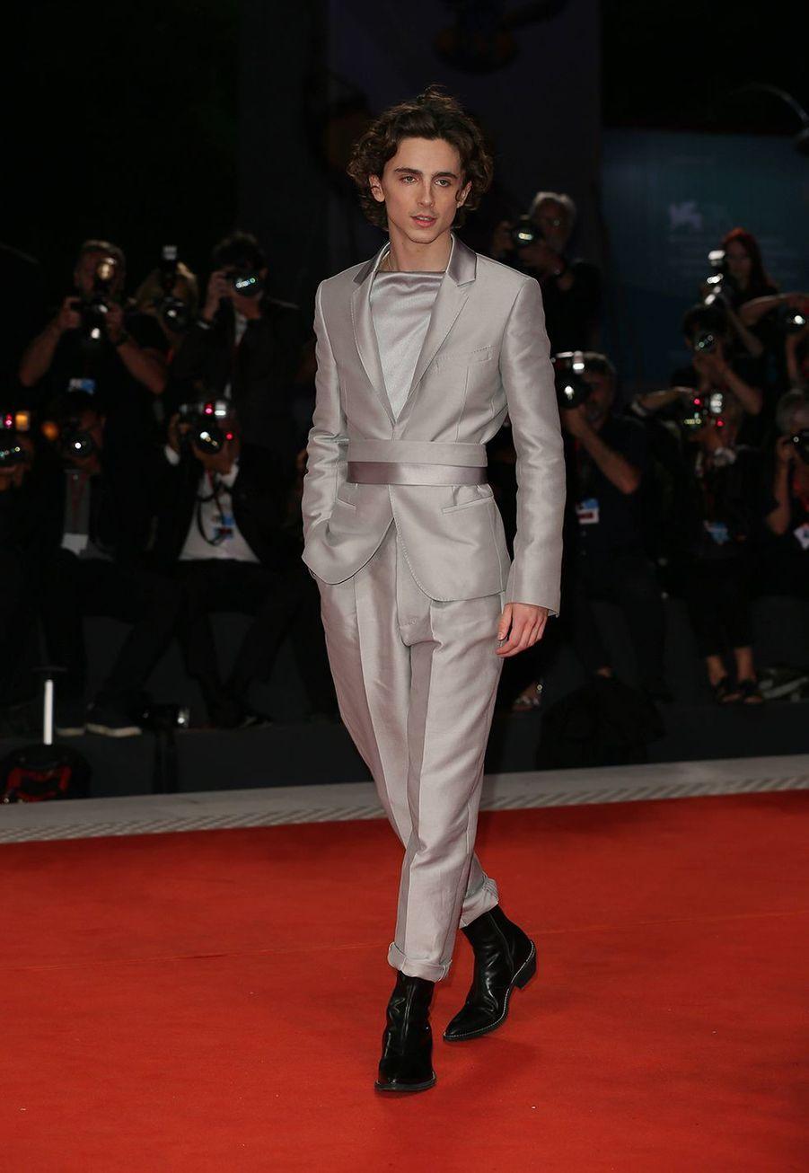 Timothée Chalamet en costume Haider Ackermann à la Mostra de Venise le 2 septembre 2019.