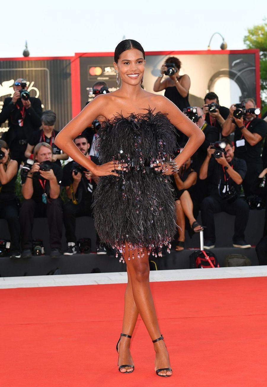 Tina Kunakey en robe Armani au Festival de Cannes le 22 mai 2019.
