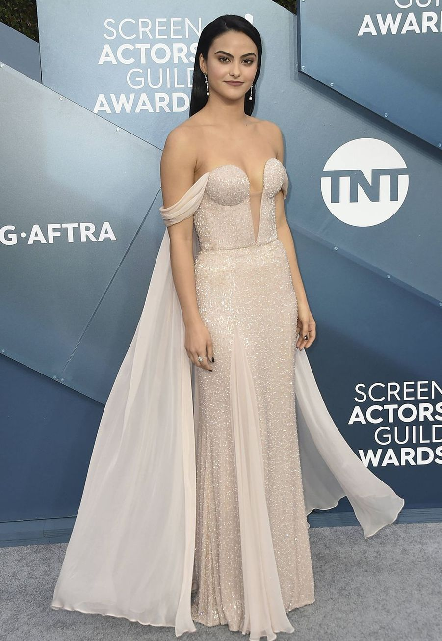 Camila Mendes vêtue d'une robeRalph & Russolors desScreen Actors Guild Awards à Los Angeles, le 19 janvier 2020.