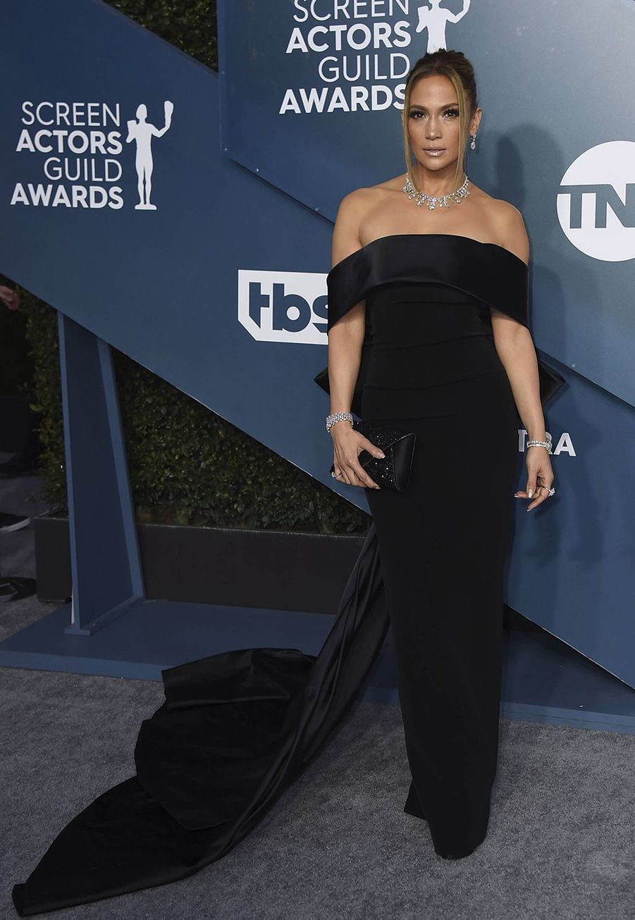 Jennifer Lopez habillée d'une création deGeorges Hobeikalors desScreen Actors Guild Awards à Los Angeles, le 19 janvier 2020.