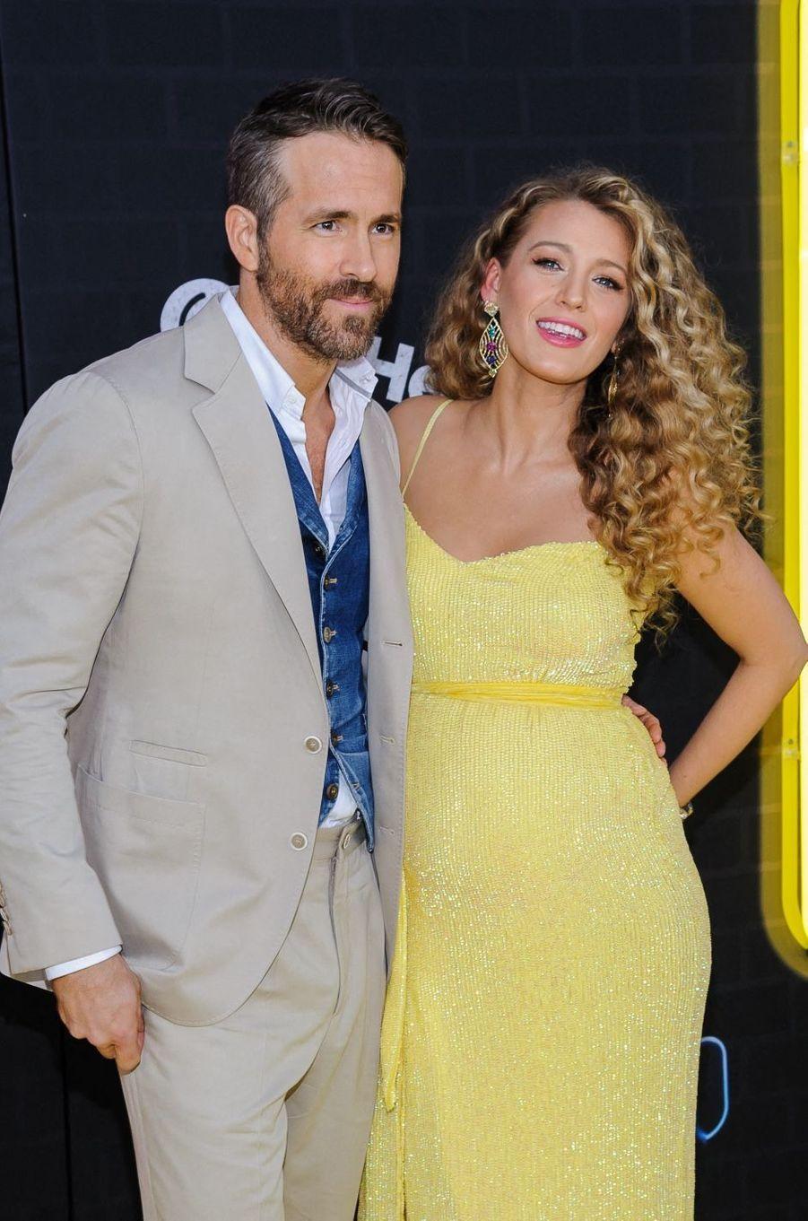S'ils se sont rencontrés pour la première fois lors du tournage de«Green Lantern» en 2011, Blake Lively et Ryan Reynolds ne pensaient pas être voués au grand amour. C'est lors d'un rendez-vous galant qu'ils se sont retrouvés un an plus tard, mais pas ensemble puisque l'acteur séduisait une autre femme et Blake Lively un autre homme. Ils se sont finalement rendus compte qu'ils étaient faits l'un pour l'autre.