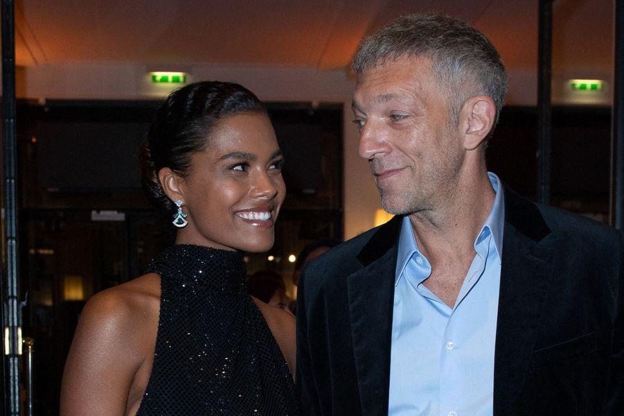 C'est à Biarritz en 2015 que Vincent Cassel, presque 50 ans, est tombé sous le charme de Tina Kunakey, qui avait 18 ans.«Je ne savais pas quel âge elle avait quand je l'ai rencontrée. Mais tu ne choisis pas de qui tu tombes amoureux», avait simplementexpliqué l'acteur. Il a donc voulu rencontrer le père de la jeune fille afin d'avoir sa bénédiction et surtout de le rassurer. Ils se sont mariés en 2018 et ontaccueilli une petite Amazonie l'année suivante.