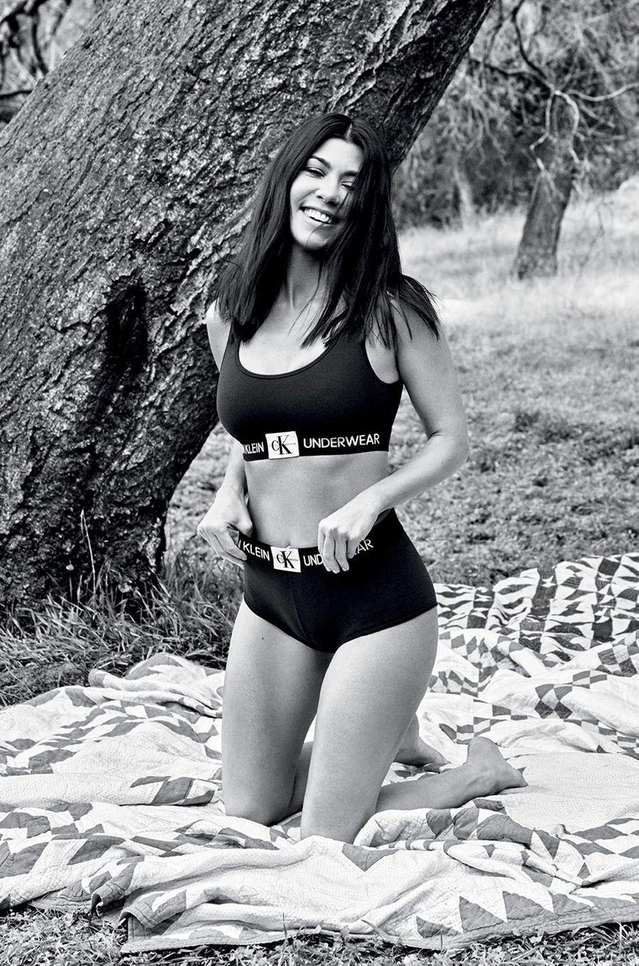 Kourtney Kardashian pour Calvin Klein