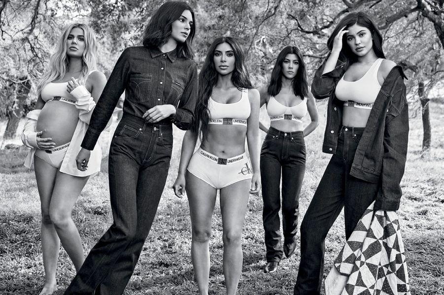 Kylie Jenner, Kendall Jenner, Kim Kardashian, Khloé Kardashian et Kourtney Kardashian pour Calvin Klein