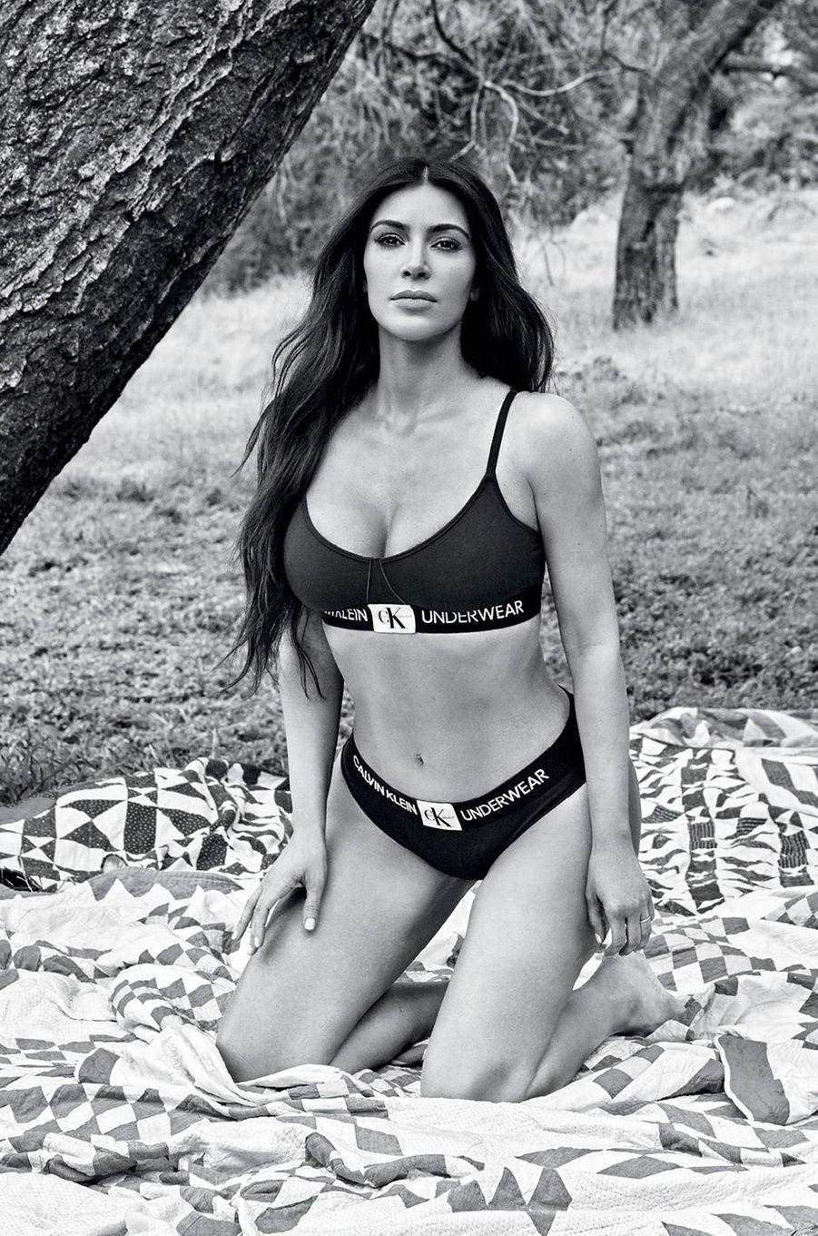 Kim Kardashian pour Calvin Klein