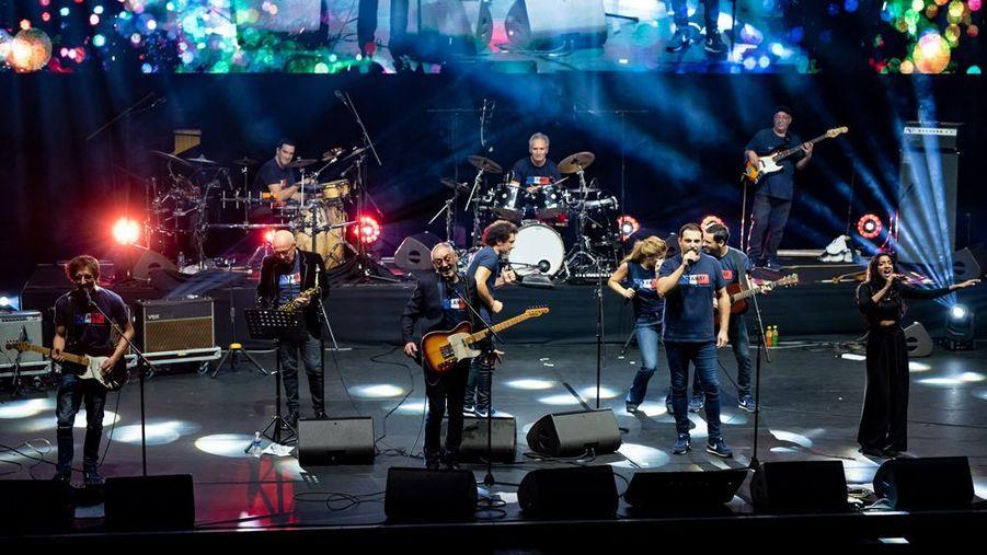 Michael Jones, au centre, avec Rockaway, le groupe de Christan Jeanpierre, à la batterie.