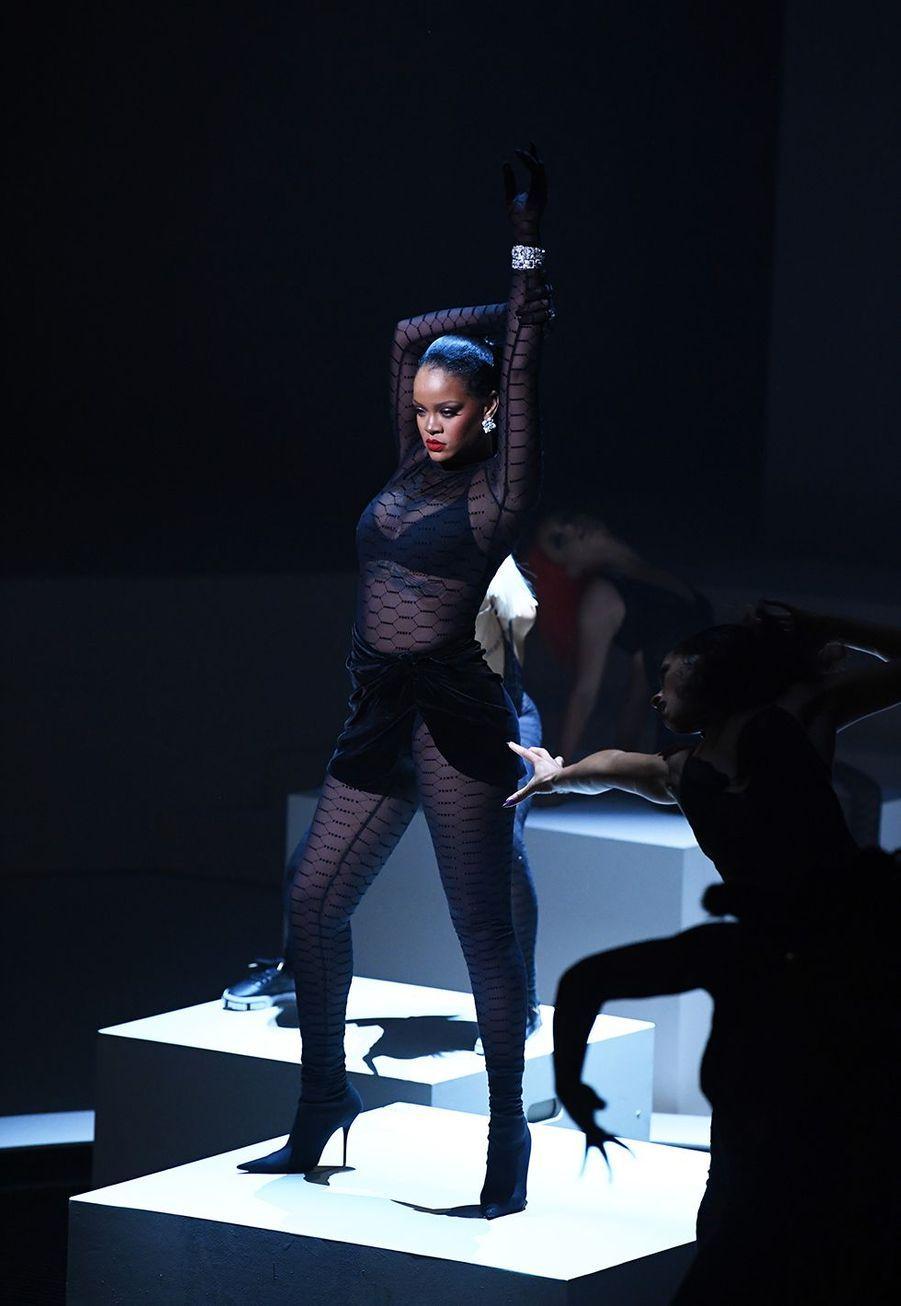 """Rihannaau défilé de sa ligne de lingerie """"Savage X Fenty"""""""