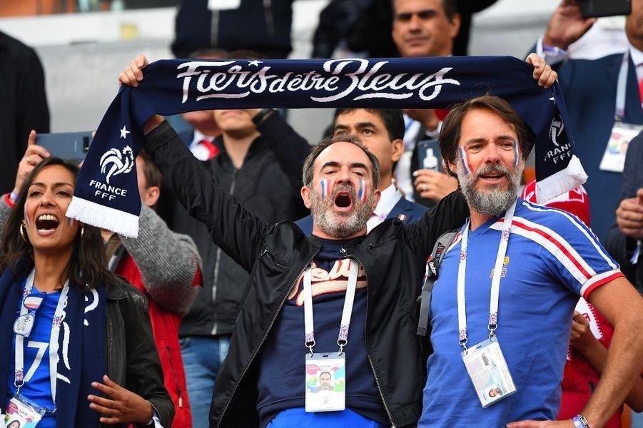 Bruno Solo dans les tribunes du match France-Pérou