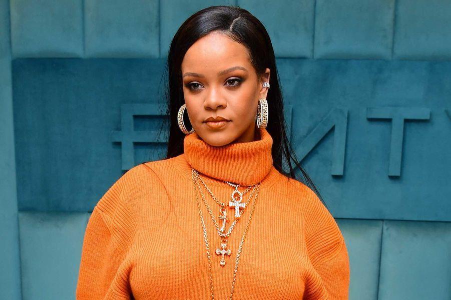 Rihanna a fait don de 5 millions de dollarspour lutter contre le virus dans le monde.