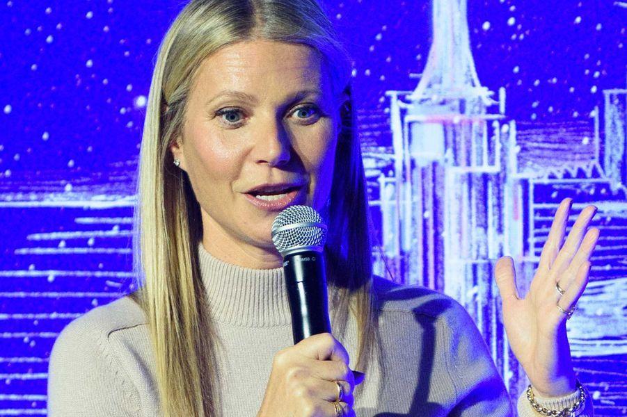 Gwyneth Paltrow a fait don de 100 000 dollars àFrontline Responders Fund pour financer du matériel médical aux hôpitaux.