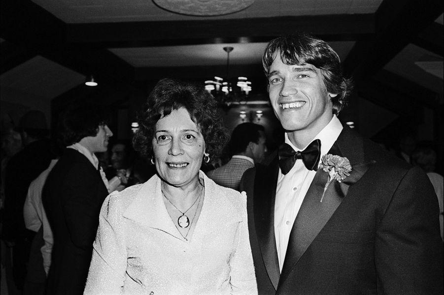 Arnold Schwarzenegger et sa mère Aurelia