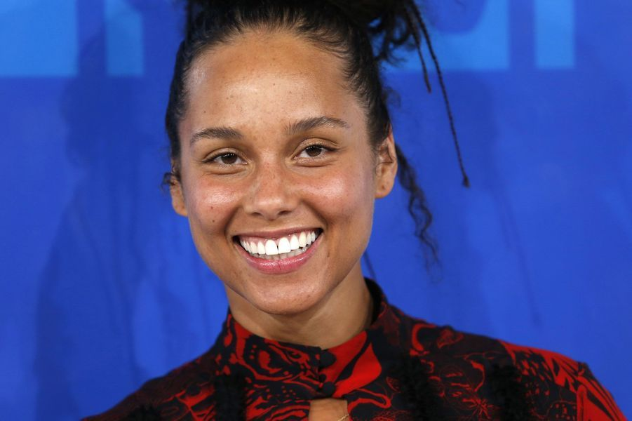 Alicia Keys sans maquillage à la cérémonie des MTV Video Music Awards en 2016.