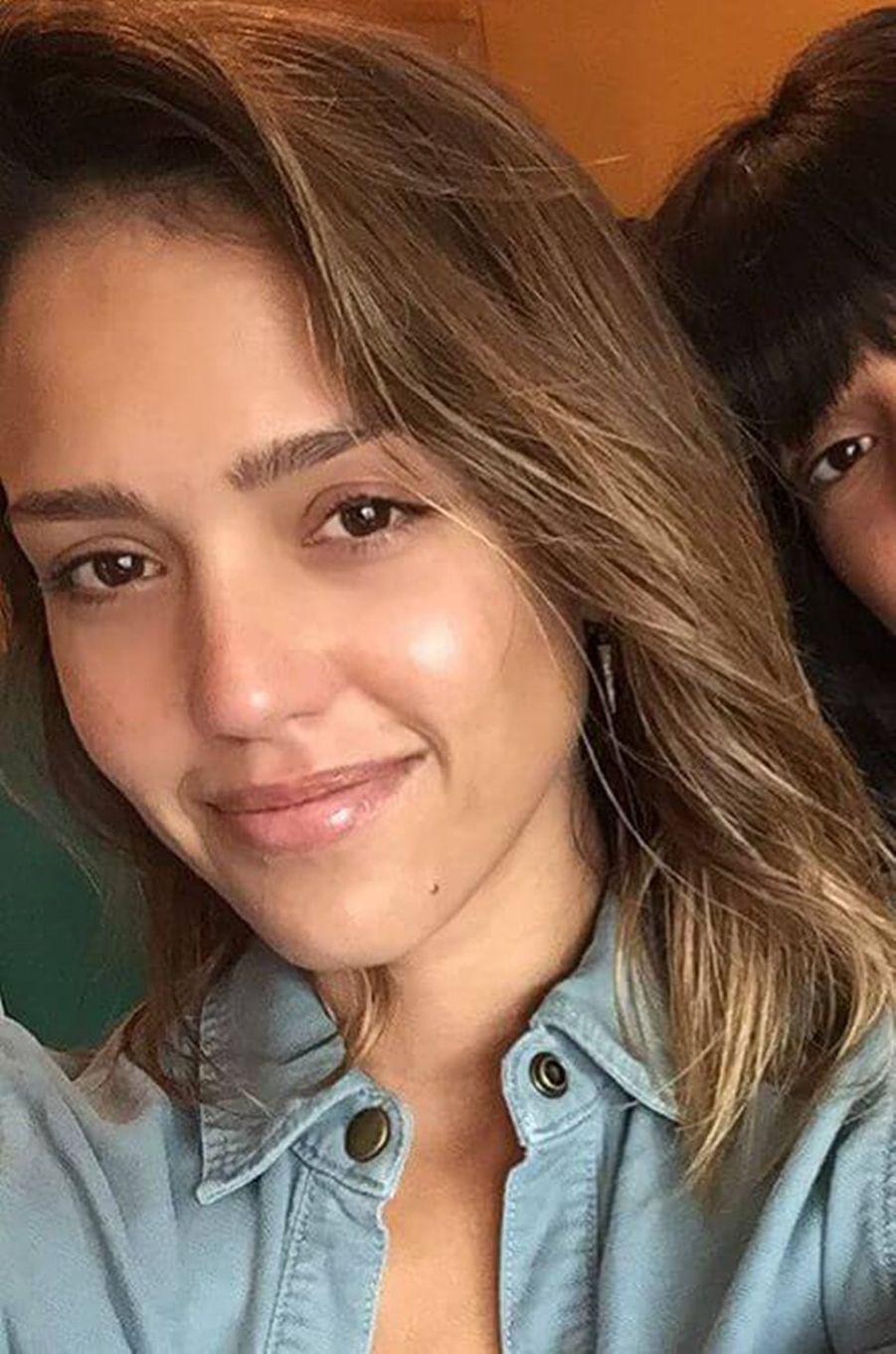 Jessica Alba n'hésite pas à s'afficher sans maquillage sur les réseaux sociaux.