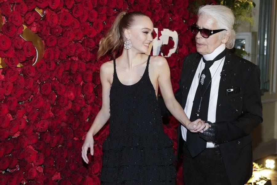 Lily-Rose Depp et Karl Lagerfeld lors de WWD Honors, le 24 octobre 2017 à New York.