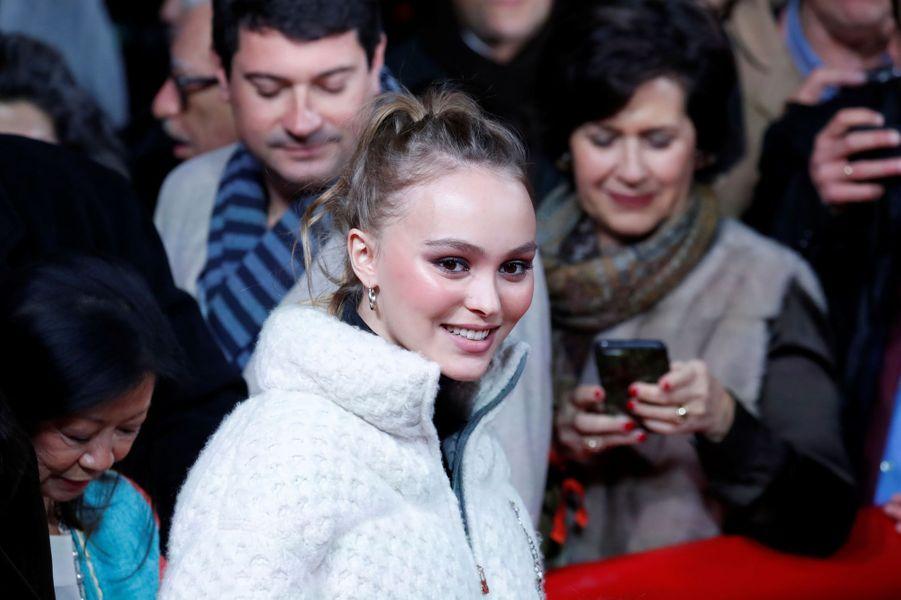 Lily-Rose Depp était la marraine du lancement des illuminations de Noël sur les Champs-Elysées.
