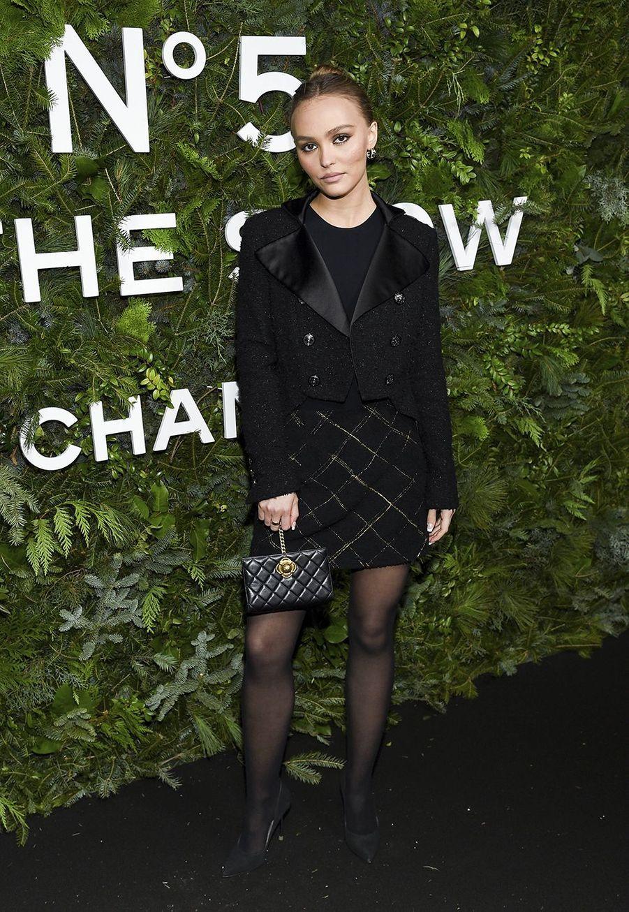 Lily-Rose Depplors de la soirée organisée par Chanel à New York le 10 décembre 2019.