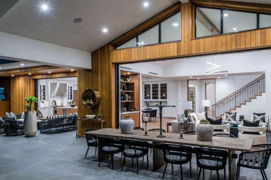 La nouvelle maison de Lori Loughlin et son mariMossimo Giannulli acquise pour 9.5 millions de dollars, située à Los Angeles, en août 2020.
