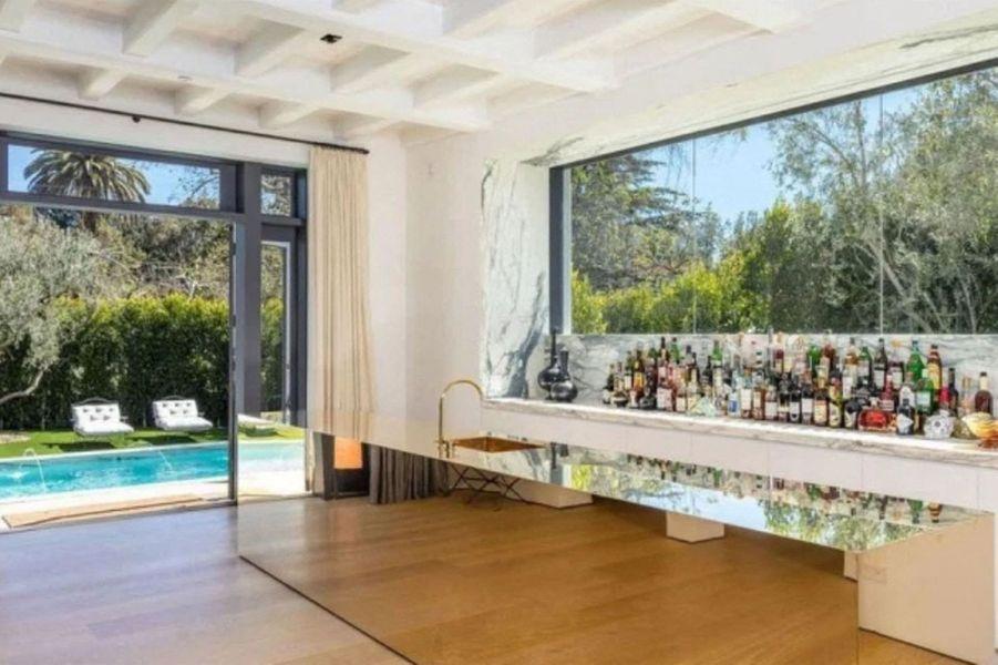 Lori Loughlin a vendu sa maison de Bel-Air (Los Angeles) au co-fondateur de Tinder Justin Mateen pour 18 millions de dollars