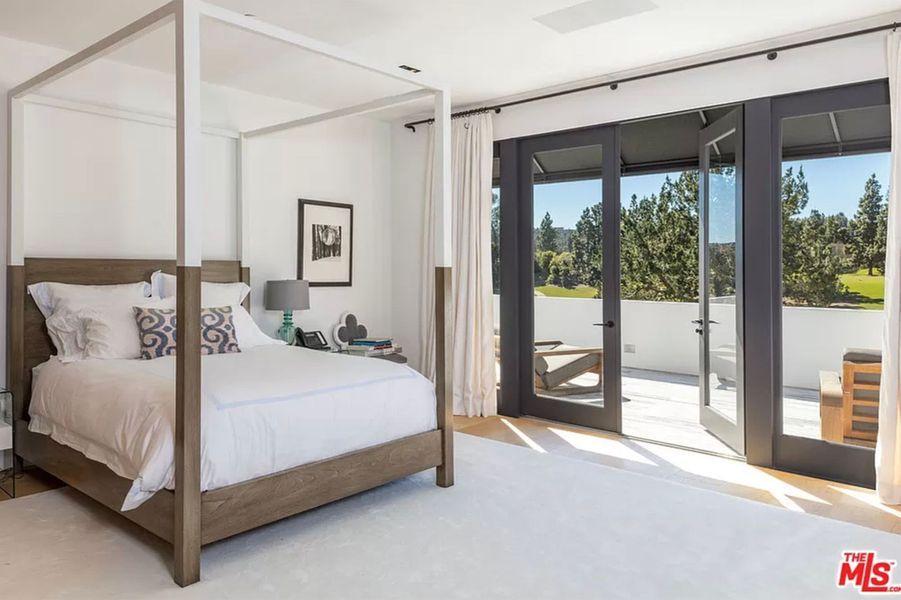 Lori Loughlin et Mossimo Giannulli ont mis leur somptueuse villa de Bel Air en vente pour 28 millions de dollars.