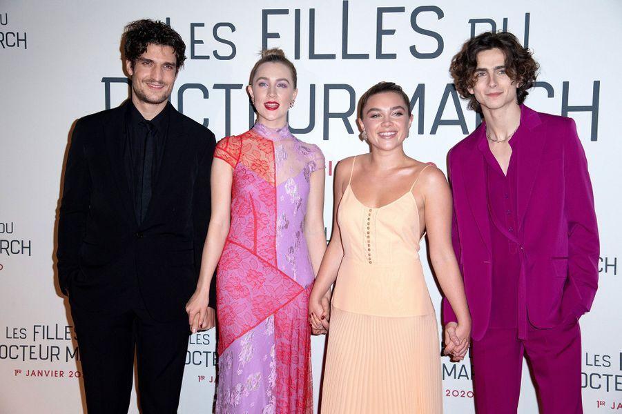 """Louis Garrel, Saoirse Ronan, Florence Pugh et Timothée Chalamet lors dela première du film """"Les filles du Docteur March"""" à Paris, le 12 décembre 2019."""