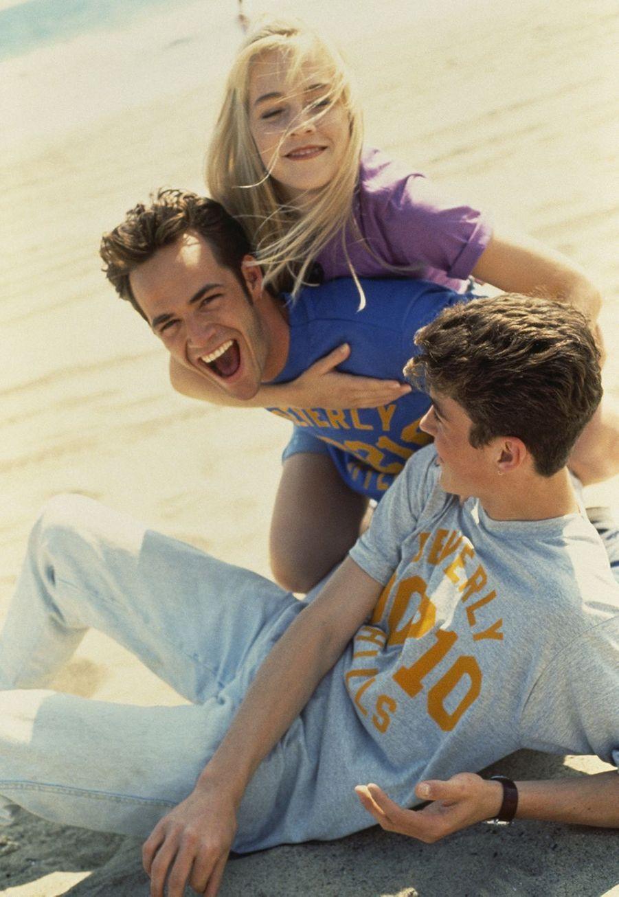 Luke Perry avec Jennie Garth et Brian Austin Green pour «Beverly Hills» dans les années 1990